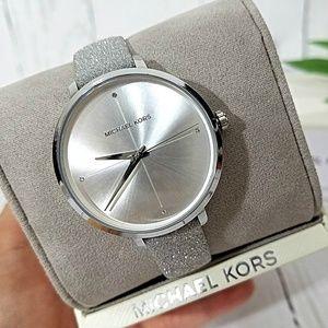 🔥NWT Michael Kors Charley Silver Watch MK2793